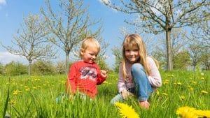 6 tipů, jak chránit děti před jarním sluncem
