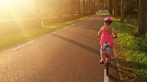 8 tipů na dětské přilby a další cyklo doplňky